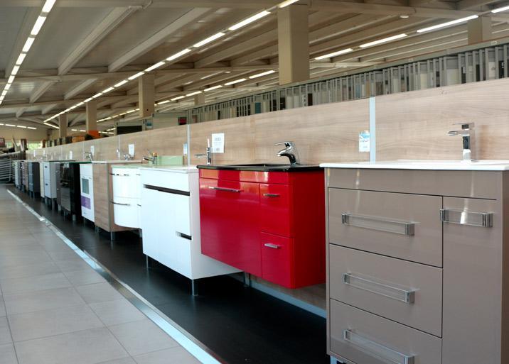 Exposición lavabos con armario en Buenavista