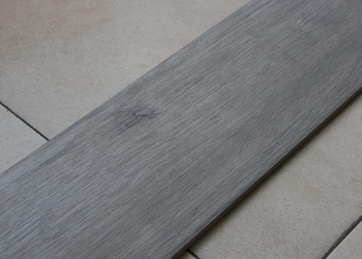 Azulejos madera en el outlet de Materiales de Construcción Buenavista