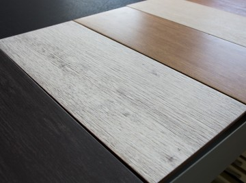 Azulejos de madera en el outlet de Materiales de Construcción Buenavista