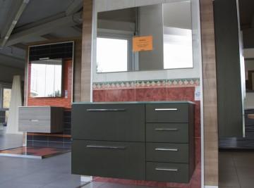 Mobiliario y lavabo en el outlet de Materiales de Construcción Buenavista